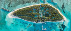 Ptačí pohled na ostrov Meeru