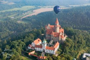 Balon nad hradem Bouzov