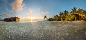 Východ slunce v tropickém ráji